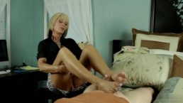 Nikki massage footjob