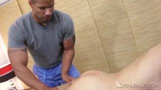 Porno completo - Massage Rooms Venus Lux Homem Negro Massageando E Fode Com Garota Asiática