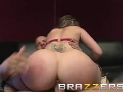 Brazzers - Hustling Whore Courtney Cummz makes money