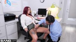 BANG Confessions Tana Lea si ritrova una scopata in ufficio