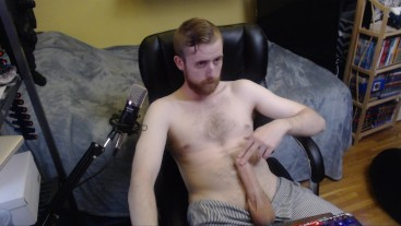 BIG HARD UNCUT DICK CAM MODEL SHOWS OFF FOR LIVE AUDIENCE ON CHATURBATE