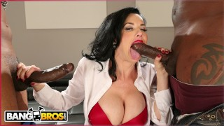 BANGBROS - Real Estate Agent Veronica Avluv Gets Double Penetration