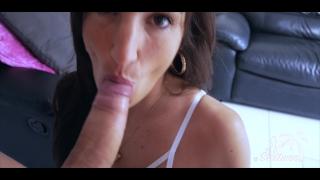 Petite brune aux seins parfait prise sauvagement sur le canapé - Sextwoo- porno