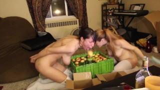 Najlepsze porno - MyFreeCams AwesomeKate I Rozkoszny Uścisk Halloweenowe Podskakiwanie Jabłek