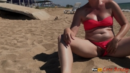 Flashing pussy, try to piss on the beach 0.15