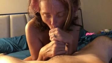 Sexy MILF sucking  dick