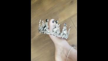 Divine ebony feet