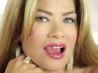 Chica's Place: Luscious Lips.
