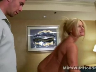 Massage And Blowjobs For Milf Roxy