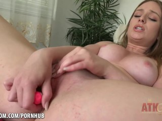 Daisy Stone toys her holes and cums for you