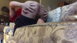 Domácí filmy Porno - Na Prdeli Na Gauči Nahý