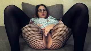 Hot babe cums on webcam : Teacher of Magic fingering orgasm porno