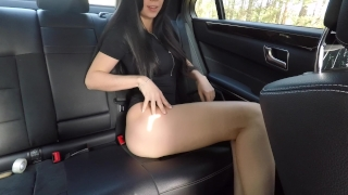Hot girl masturbating on back seat of the car and wasn't caught - Mini Diva porno