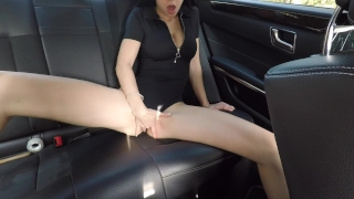 Hot girl masturbating on back seat of the car and wasn't caught - Mini Diva Lesbian lesbian