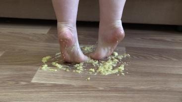 MILF crushes a banana bare feet