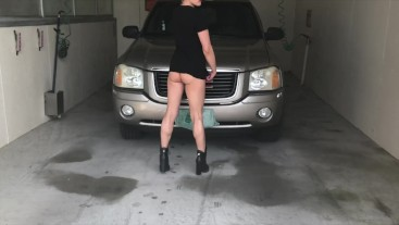 MILF TITE PUSSY NUDE IN PUBLIC OUTDOOR CARWASH