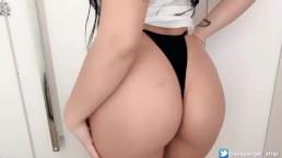 Safada no provador de roupas girl public changing room masturbation