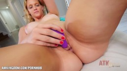 Mia Vallis toys her juicy twat for you