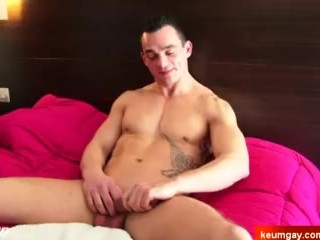 1rst time straight guy in a porn gets wanked his cock by a guy