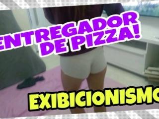 Provocando o entregador de pizza exibicionismo corno no banheiro