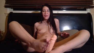Tiny Asian Teen Footjob & Handjob GFE - Liz Lovejoy lizlovejoy.manyvids.com
