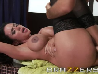 Brazzers - Dirty milf cleaning lady, Ariella Ferrera, gets wet and soapy