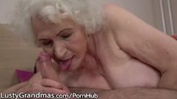 LustyGrandmas - Nonnina sensuale usa la figa pelosa per cavalcare un cazzo giovane
