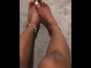 Fresh veiny Feet