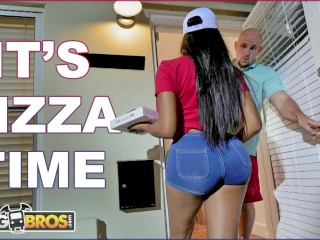 bangbros black pizza delivery girl moriah mills delivers her big ass