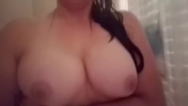 Bouncy tits in the shower