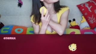 很黄的小姐姐和很黄的小鸡鸡 little chicken sucks Yanyan  asian model 情趣用品 vibrator test homemade asian china chinese vibrator big boobs 咕咕鸡 跳蛋 charming adult toys chinese girl asian girl asian fashion