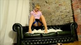 Ariel Anderssen Loves To Tease In Stockings