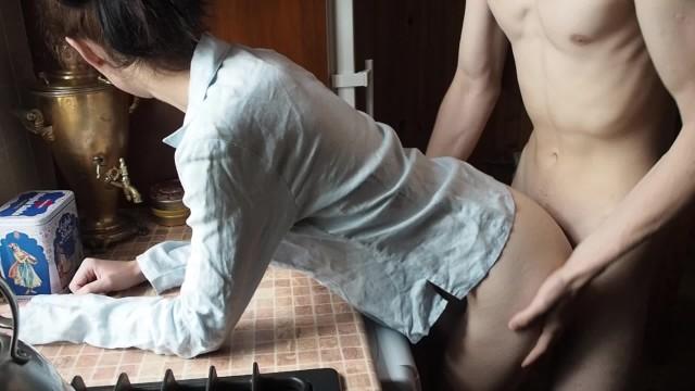18 y o Teen Morning Moaning Sex In The Kitchen(Amateur Couple Koskaetleska)