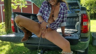 Mature Daizy Layne Pee Break during photoshoot