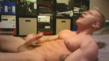 Johnny V Blows a Huge Load on His Face
