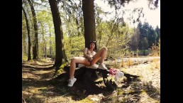 084 - Lady Dee teen outdoor in forest masturbate with dildo - 3DVR180 SBS