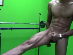 Va al Gym y termina Eyaculando de una forma Particular - Alex CUM