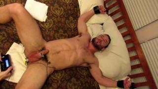 Video porno gratis - Mike Gaite E-Stim Kink