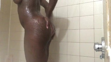 WATCH ME ALL WET IN THE SHOWER