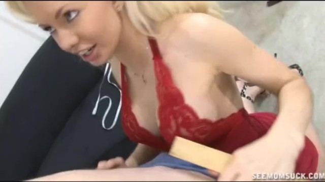 Teen Wants To Join In The Hot Seen Her Mom Enjoying
