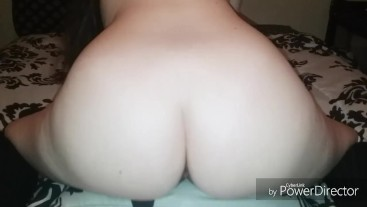 TEEN FUCKS PILLOW TO ORGASM WHILE HOME ALONE
