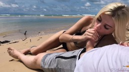 Sexo en público en la isla, acabando en mis panties - Freya Stein