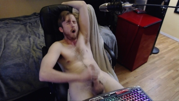 HOT YOUNG STUD CUMS ON CAM FOR LIVE AUDIENCE. FREAKYKNIGHT CANADIAN GUY