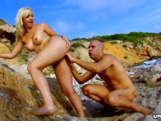 blonde babe angell summers fucks with hunk on the beach