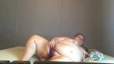 ssbbw lets you watch her cum