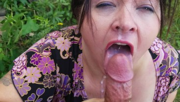 Sexy BBW in outdoor blowjob