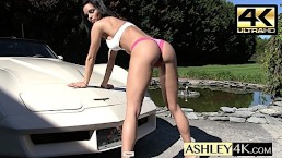 Exhibitionist Ashley Sinclair