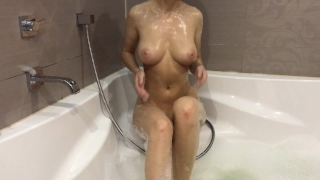 Hot girl takes a bath and masturbates - Mini Diva Cowgirl 3some