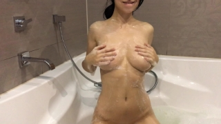 Hot girl takes a bath and masturbates - Mini Diva Anal no
