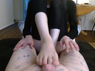 Foot Domination - CBT, Foot Worship, Foot Smother - lizlovejoy.manyvids.com